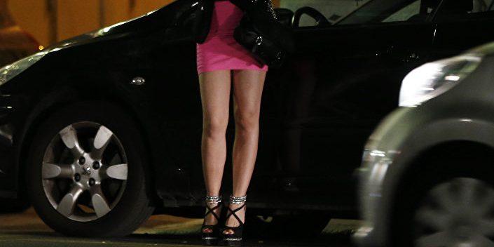 Două prostituate oferite cadou unui puști de 15 ani, apoi violate