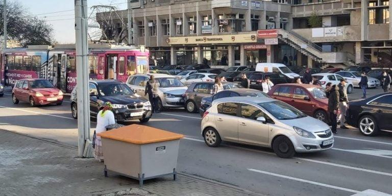 Accident în centrul orașului Iași la Moldova Mall Center!