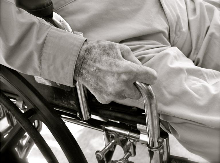 Povestea bătrânului care și-a petrecut Crăciunul la spital! Familia nu l-a mai vrut acasă!