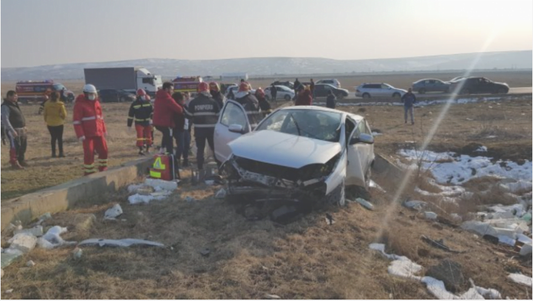 (VIDEO) Accident grav la Lețcani! Cele două victime sunt încarcerate!