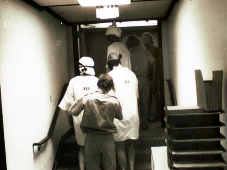 Experimentul din Închisoarea Stanford – zona întunecată a psihicului uman