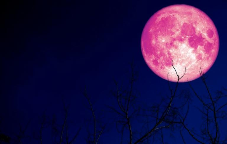 """Fenomen astronomic rar în această noapte: """"Super Luna Roz"""""""