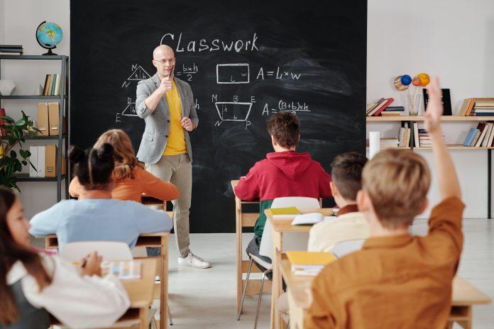 Numărul elevilor și studenților