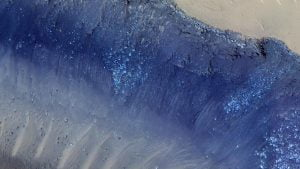 Semne de alunecări de teren și alte activități tectonice de pe suprafața lui Marte, văzute de Mars Reconnaissance Orbiter, posibil legate de două cutremure detectate de InSight. NASA/JPL-Caltech/University of Arizona
