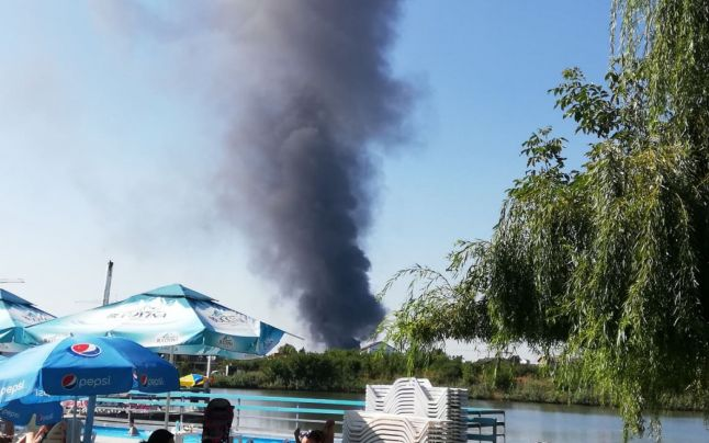 (VIDEO) Incendiu puternic lângă Capitală, cu degajări mari de fum! Arde o hală din Mogoșoaia!