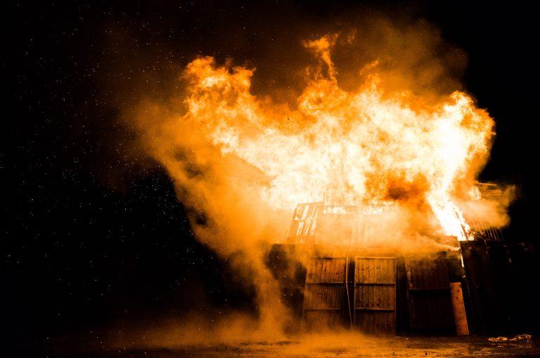 Multiple incendii în județul Iași! Pompierii au intervenit în mai multe localități